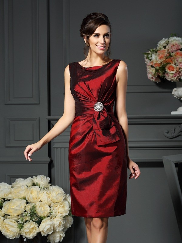 Sheath/Column Pleats Scoop Sleeveless Knee-Length Taffeta Mother of the Bride Dresses