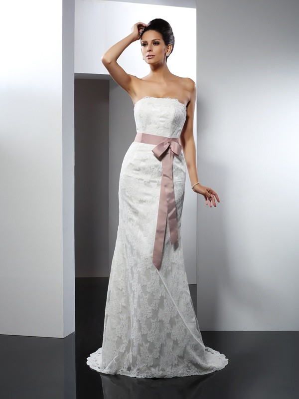 Trumpet/Mermaid Lace Strapless Sleeveless Chapel Train Lace Wedding Dresses