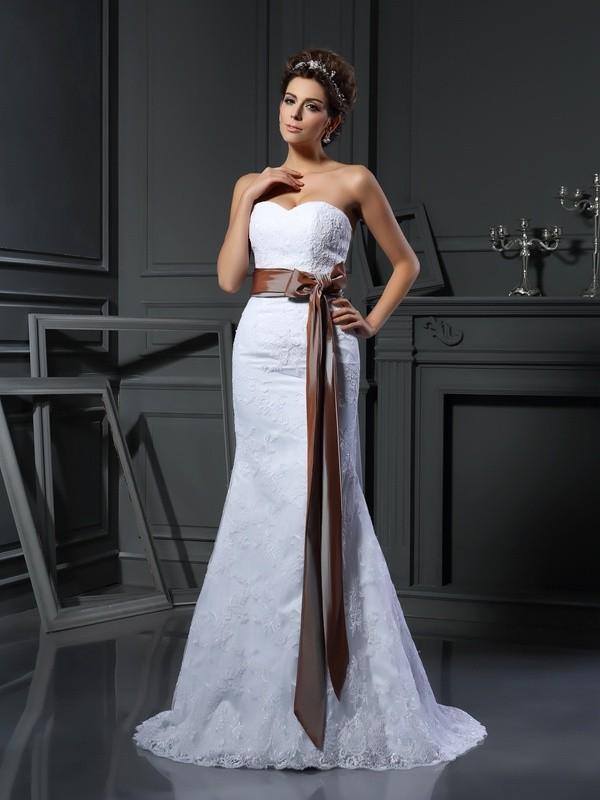 Sheath/Column Applique Sweetheart Sleeveless Court Train Net Wedding Dresses