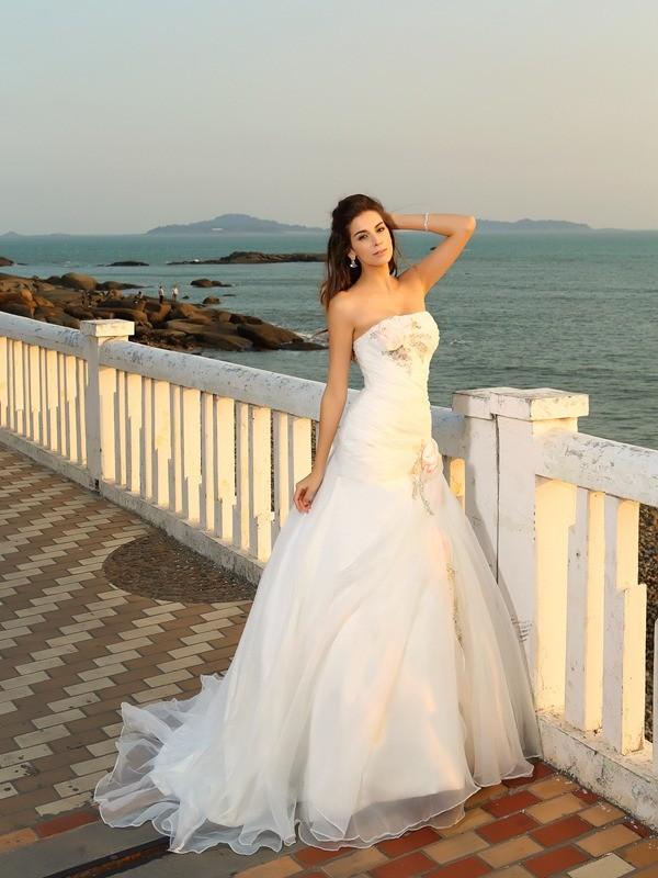 Ball Gown Hand-Made Flower Strapless Sleeveless Chapel Train Satin Wedding Dresses