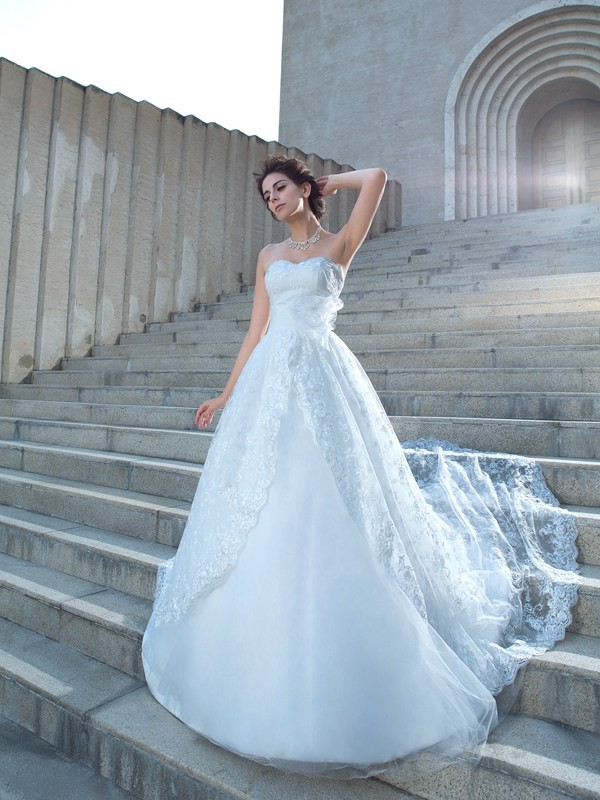 Ball Gown Lace Sweetheart Sleeveless Chapel Train Lace Wedding Dresses
