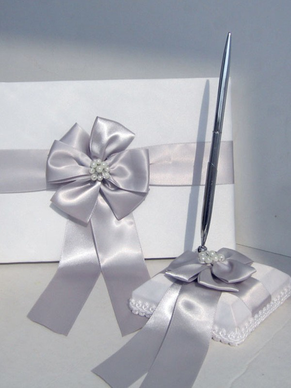Delicate Cloth With Bowknot/Pearl Guestbook & Pen Set