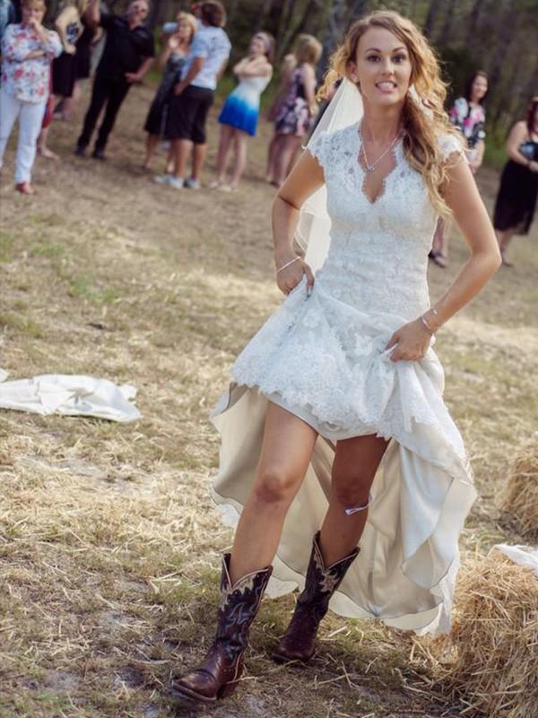 Sheath/Column Applique V-neck Short Sleeves Court Train Lace Wedding Dresses