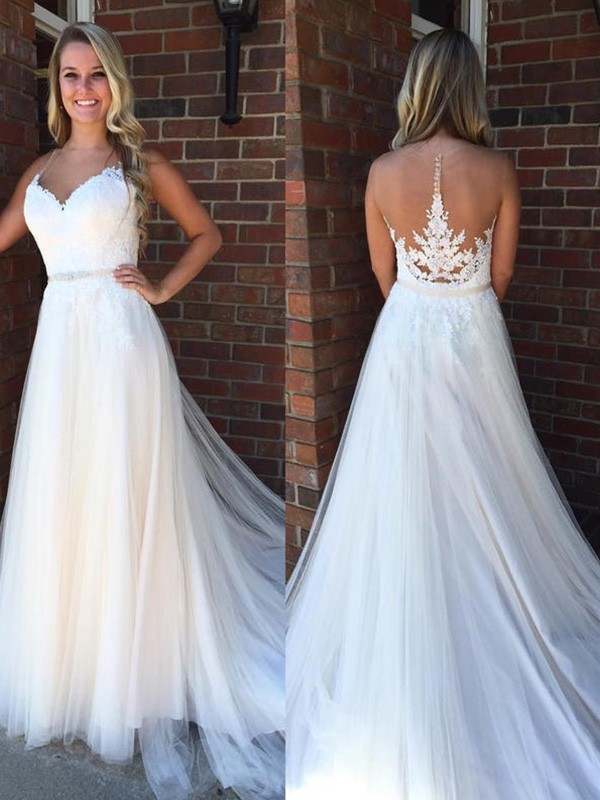 A-Line/Princess Applique Scoop Sleeveless Court Train Tulle Wedding Dresses