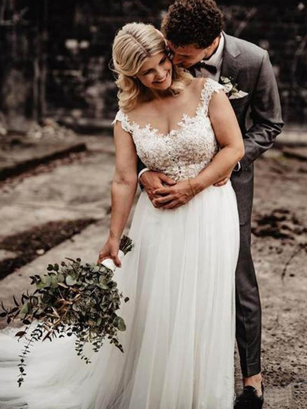 A-Line/Princess Tulle Applique Scoop Sweep/Brush Train Sleeveless Wedding Dresses