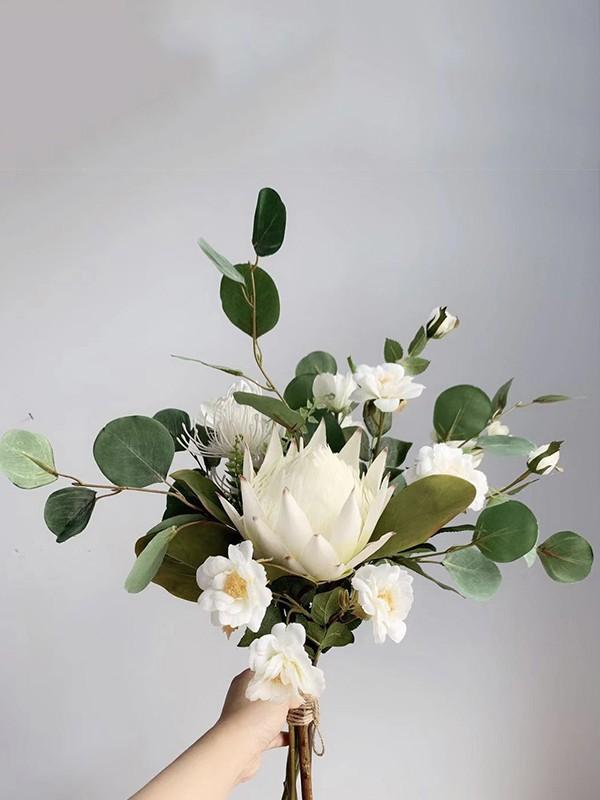 Simple Free-Form Silk/Cloth Bridal Bouquets