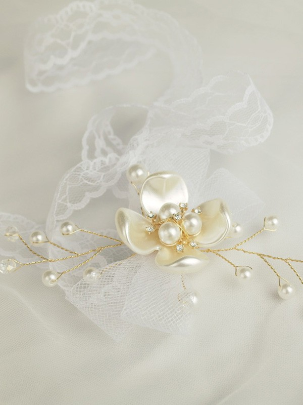 Beautiful Hand-tied Imitation Pearl Wrist Corsage